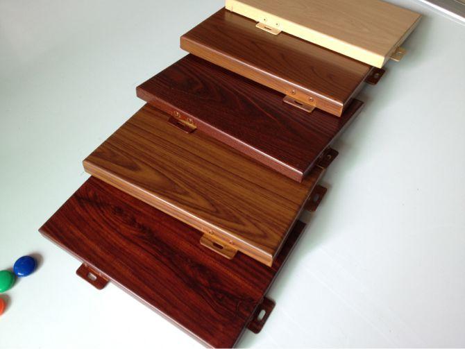 而且 仿木纹铝单板幕墙还具有更为突出的优点: 1,重量轻,钢性好,强度