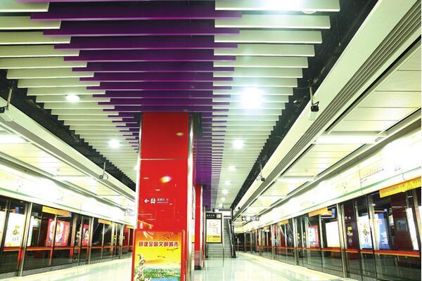 地铁站吊顶U型木纹铝方通
