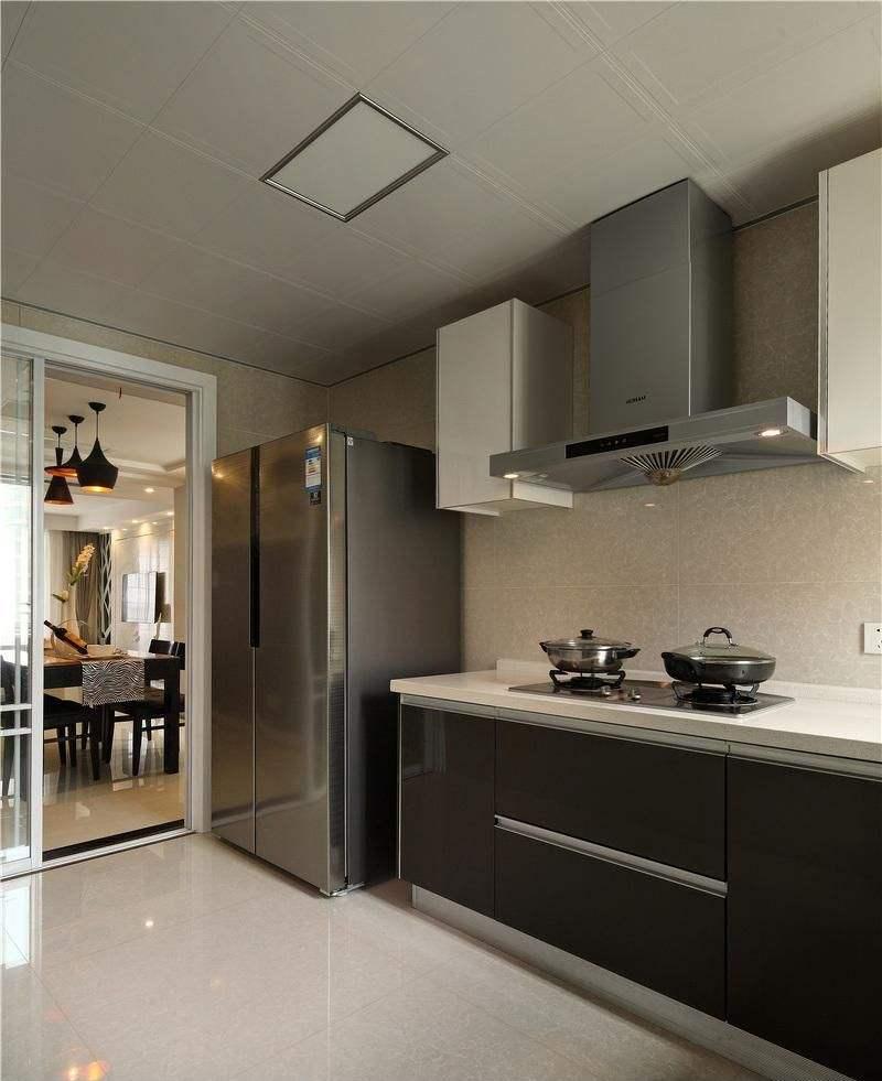 鋁扣板適用范圍:家居之廚房,洗手間,臥室,客廳,甚至于面積較大的場