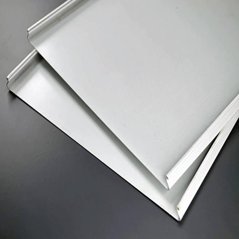 优质白色条形铝扣板天花吊顶 加油站高边防风铝条扣板