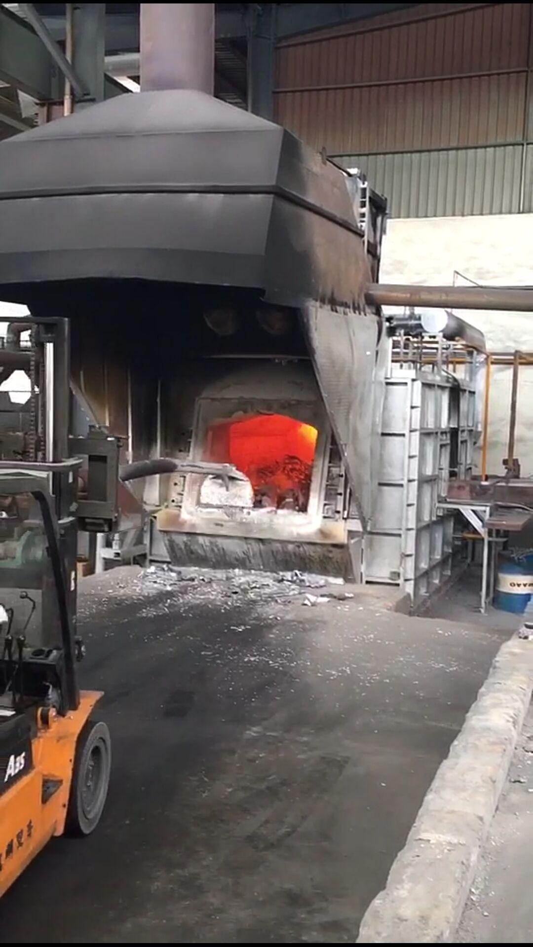 天然气熔铝炉.jpg