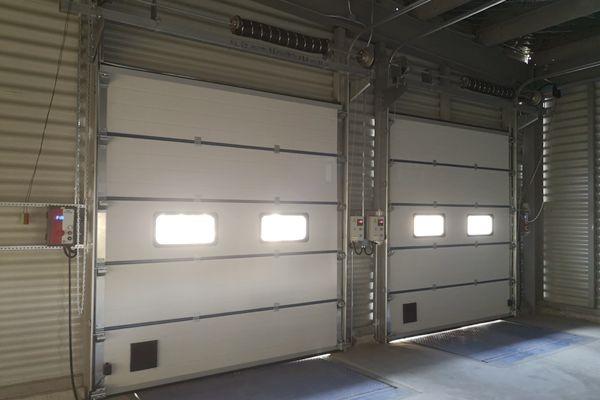 南通食品厂安装的工业提升门