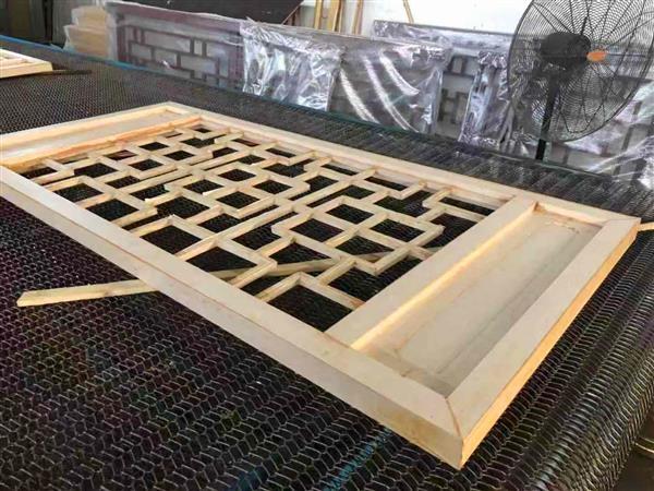 万科住宅客户选用木纹铝窗花