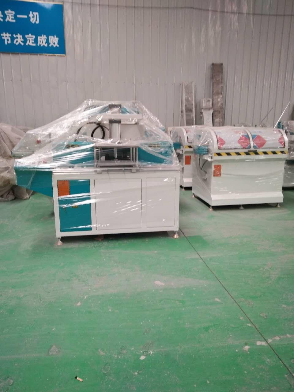 在宜昌市一整套断桥铝门窗制作机器报价