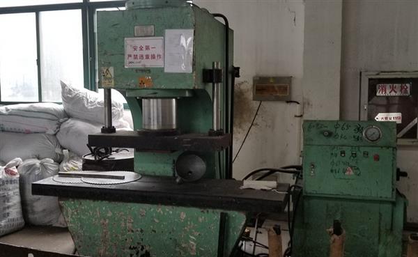 低价转让闲置铝棒压力矫直机