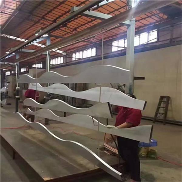 艺术弧形造型铝方通 焊接成型铝方通