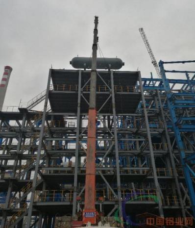 中铝东南铜业铜冶炼项目闪速熔炼余热锅炉汽包开始吊装