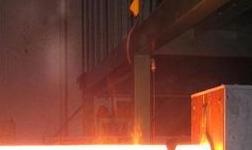 连铝熔铸厂全力以赴消化铝液任务