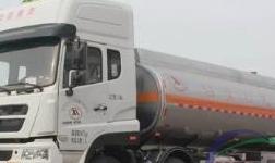 中国重汽济专批量铝合金油罐车成功交付用户