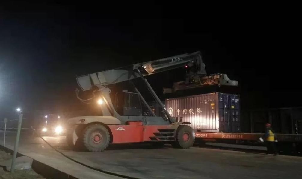 国电投山西铝业首批进口铝土矿集装箱顺利完成卸车