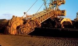 记全国冶金矿山行业技术能手、首钢矿业电气设备点检员王宝林