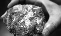 """包头稀土高新区:从挖矿卖土到""""点土成金"""""""