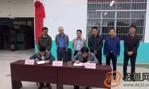 平果旧城镇康马村扶贫车间的铝镁合金拉丝项目正式启用