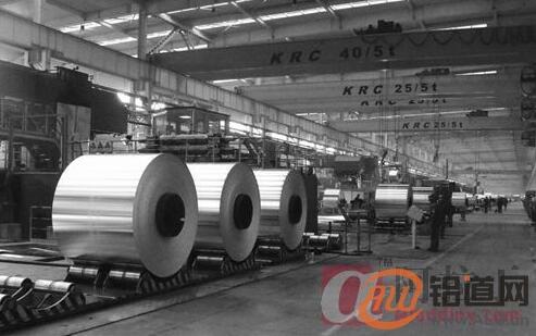 天成彩铝公司秩序井然的冷轧生产现场