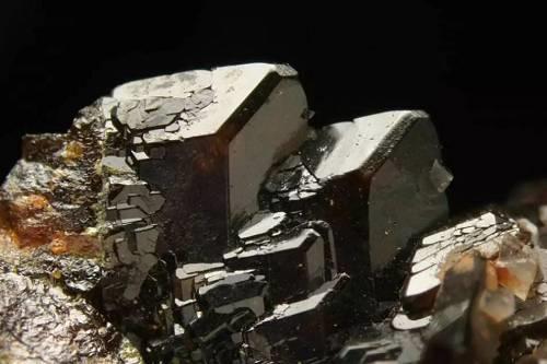 "Toral矿锌铅储量被列为潜在的""世 界 级""铅锌项目"
