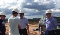 马英总助陪同Calderys客户代表参观圭亚那铝矿公司