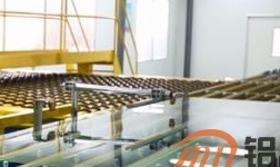 蚌埠玻璃工业设计研究院自主研发超薄高铝盖板玻璃成功下线