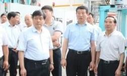 林州市市长王宝玉到林丰铝电高晶车轮项目现场办公