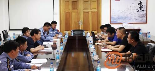 高喜柱与东莞市宏锦金属制品有限公司总经理杨达斌举行会谈