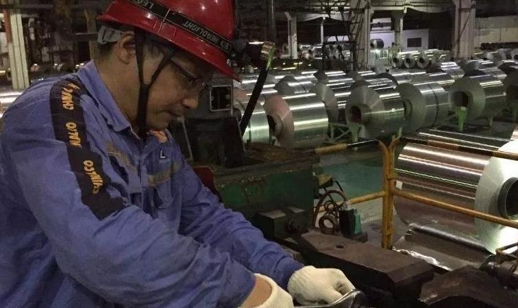 中铝西南铝事业部冷轧制造中心扎实推进两场攻坚战