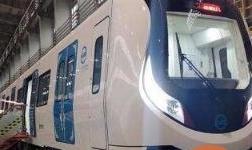 内蒙古首列地铁车在长春下线 系国内zui轻铝合金地铁