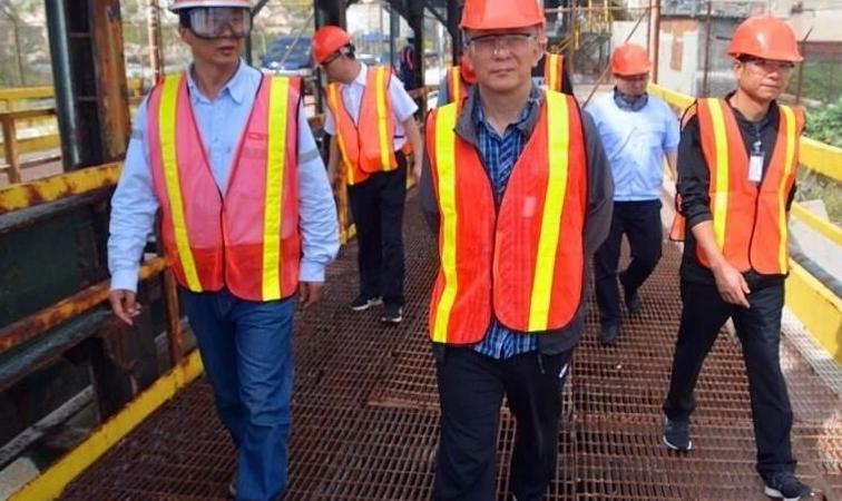 国开行甘肃分行行长綦连斌来访酒钢牙买加阿尔帕特氧化铝厂