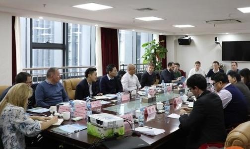 托克投资(中国)公司与外资银行到百矿集团公司洽谈业务