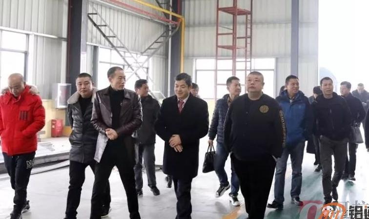 中外玻铝企业家莅监参观玻铝产业园