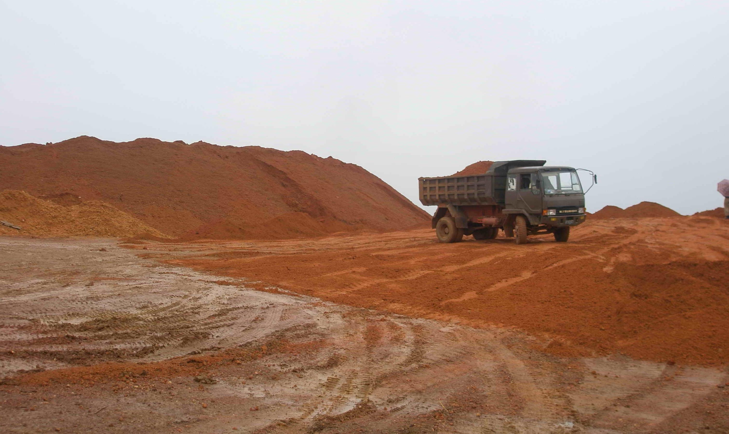 陕州区持续加快沿黄铝土矿矿山生态修复治理工作