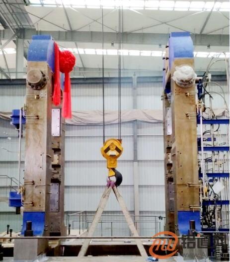 六冶机电公司南山铝业中厚板二期项目冷轧机牌坊吊装顺利完成
