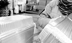 安徽爱纽牧铝业有限公司形成年产4万吨铝箔餐盒及系列产品的生产加工规模