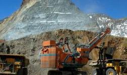 ?#23637;?#27966;遣士兵保护中国钼业的铜矿免受非法矿工侵害