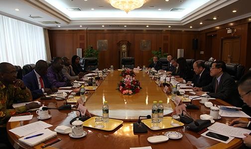 国家发展改革委副主任宁吉�椿峒�几内亚总统府内阁部长卡巴