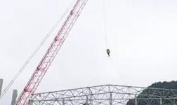 云南神火电解铝项目电解二车间钢屋架开始吊装