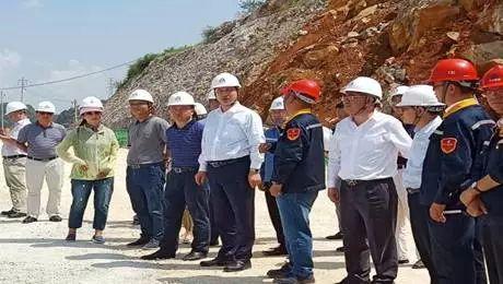 中铝集团副总经理、股份董事长、书记卢东亮一行到文山马塘工业园区云南文山铝业公司调研