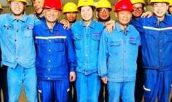 天山铝业工程事业部员工爱岗敬业高温坚守生产一线