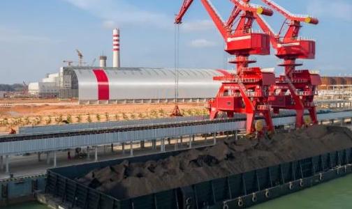 印尼宾坦氧化铝首船动力煤顺利靠泊卸船