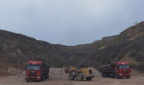 山西孝义:铝矿石堆场严重污染难根治