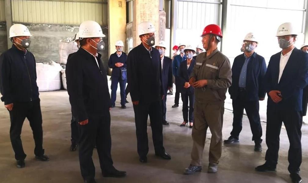 白 银市政府领导调研中瑞铝业电解铝项目建设情况