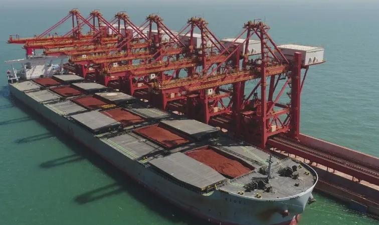 1-5月份,烟台港铝土矿总吞吐量达4299万吨,其中外贸进口铝土矿2287万吨,同比增长7.1%