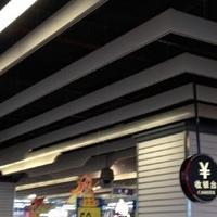 商业街仿木纹铝方通吊顶