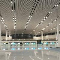 弧形铝方通吊顶-机场能源站通道创意弧形