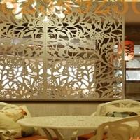 旅游区铝窗花-木纹雕花铝窗花
