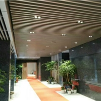 美观大方走廊 过道铝挂片天花 铝方通