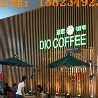 咖啡廳正面墻身木紋鋁方通鋁扁管