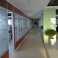 玻璃隔墙铝材厂家鑫兴奥达