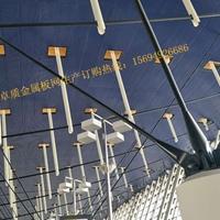铝板穿孔压型吸声板室内降噪相关人士