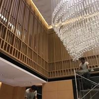 小区物业中心装饰隔断木纹铝屏风