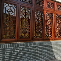 街道改造校区木纹铝窗花-金色铝屏风订购