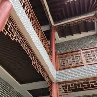 长沙市商业步行街木纹铝窗花厂家直销定做